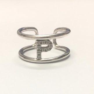 anello in argento con iniziale